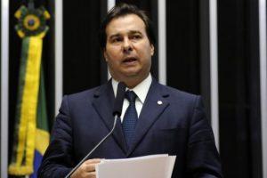 Rodrigo Maia pauta terceirização sem limites para sessão desta 4ª (22)