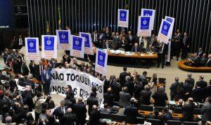 """Reforma trabalhista volta a colocar o Brasil na """"lista suja"""" da OIT"""