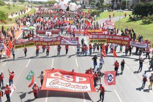 Após marcha a Brasília, centrais indicam nova greve geral em junho
