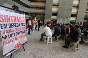 Violências contra oficiais de justiça se multiplicam em realidade social polarizada e de crise