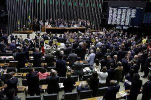 Deputados salvam Temer em 'nome' de reformas que eliminam direitos