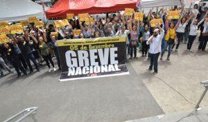 Servidores aprovam participação na greve geral do dia 5 de dezembro