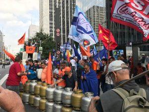 Greve dos caminhoneiros expõe desmonte da Petrobras e coloca governo contra a parede