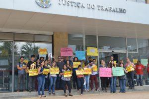 """Servidores fazem greve de 24 horas por obras no """"Fórum Bola de Fogo"""""""