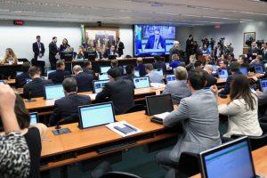 Relator atende governo, contraria juristas e vota a favor da PEC da 'Nova previdência'