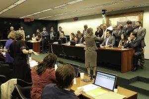 Para apressar votação, governo fez deputados da base calarem sobre PEC da Previdência