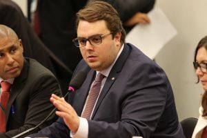 Governo tenta votar reforma na CCJ sem revelar dados sobre a Previdência