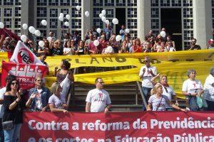 15/05/19 – Ato contra a 'reforma' da Previdência em Santos