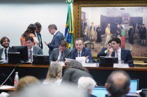 Após rejeitar destaques pró-trabalhadores, comissão isenta agronegócio na Previdência
