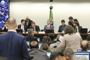 Governo e Rodrigo Maia tentam votar PEC da Previdência sem analisar alterações no texto