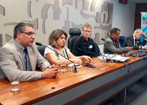 Dirigente do Sintrajud e caravaneiros participam de audiência da Frente em Defesa da Previdência