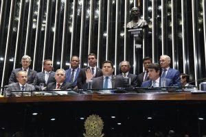 """Senado aprova """"reforma chilena"""" mirando fim da Previdência pública"""