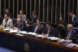 Em guerra por fundo partidário, PSL de Bolsonaro se une para votar PEC da Previdência