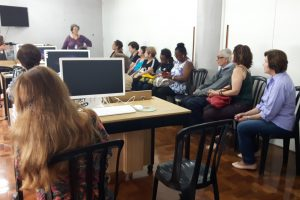 Aposentados iniciam curso de informática no Sindicato