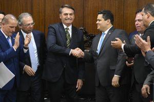 'Mais Brasil': PECs preveem redução de dimensões inéditas de salários e serviços públicos no país