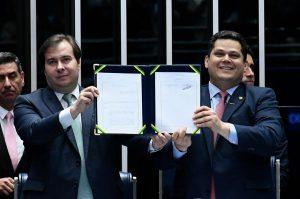 Congresso promulga 'reforma' que subtrairá R$ 800 bi de aposentadorias em 10 anos