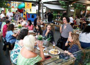 Festa em Santos: reencontros e diversão para encerrar um ano difícil