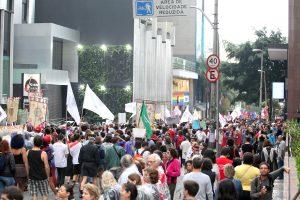 Mulheres tomam as ruas no 8 de março para denunciar violências e ataques a direitos
