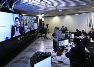 Senado congela salários de servidores e proíbe concursos; luta agora é na Câmara