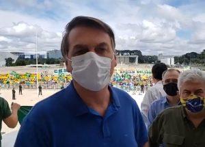 Apoio a Bolsonaro encolhe em ato no dia de denúncia-bomba