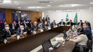 Bolsonaro, governadores e Legislativo pactuam congelar salários para todos os servidores