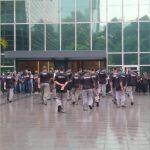 """TRF promove aglomeração sob chuva para treino de """"segurança"""""""